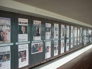 Jornal, artigo de museu. Newseum, um dia depois da vitória de Obama.
